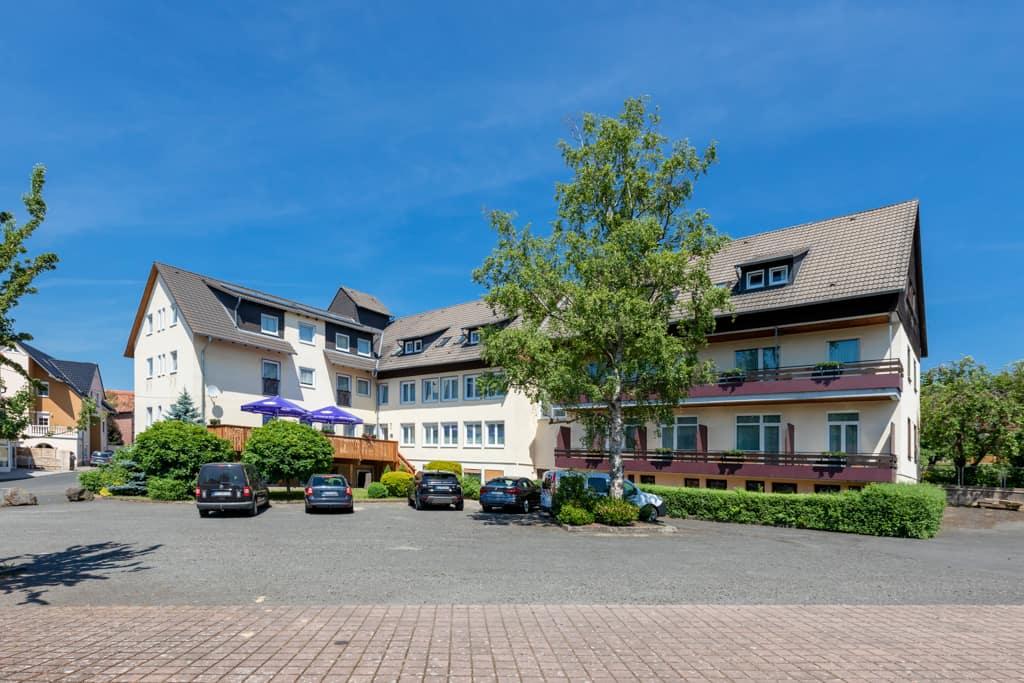 Außenfoto Hinterhof Hotel Eydt